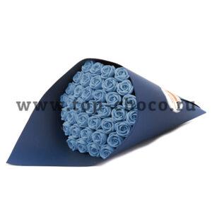 Букет 37 шоколадных роз в темно синей упаковке